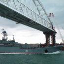 Корабли ВМС Украины впервые проплыли под Крымским мостом