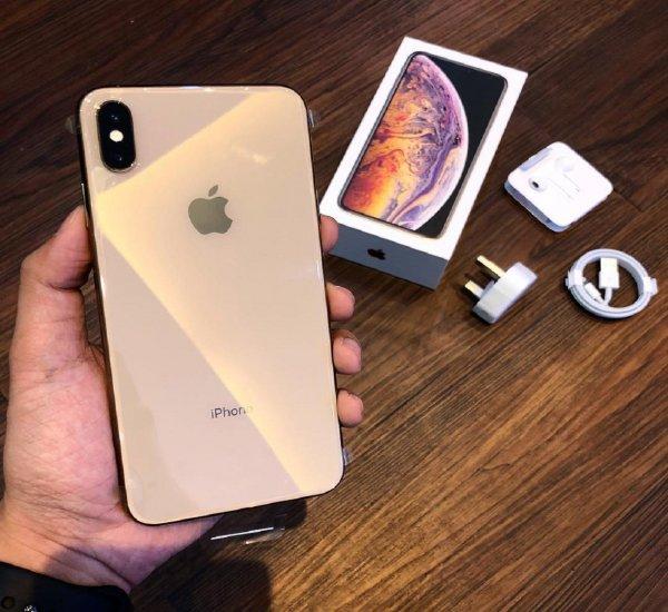 Владельцы новых iPhone XS сообщили о проблемах с OLED-экраном