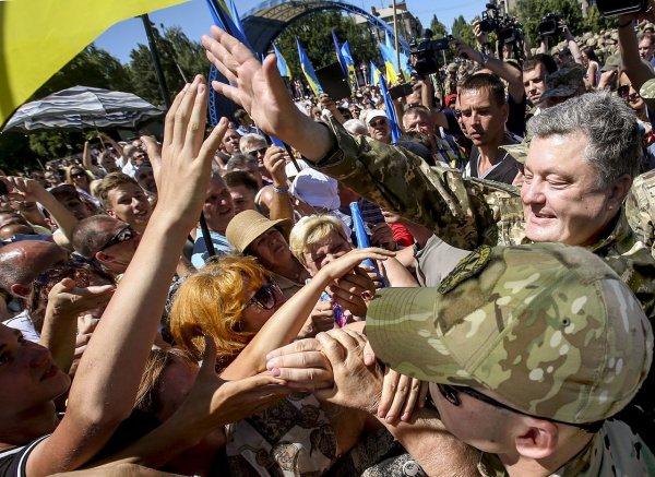 Ржавая рухлядь: В Сети высмеяли видео украинских танкистов от Петра Порошенко