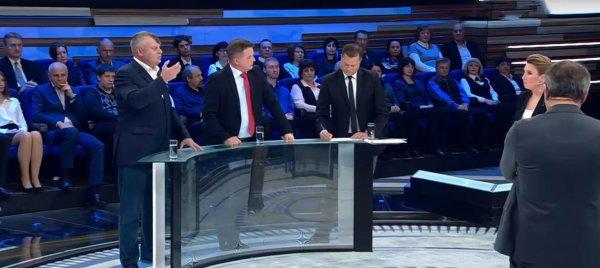 Телеведущая политического шоу в прямом эфире назвала гостя идиотом и пыталась выгнать его