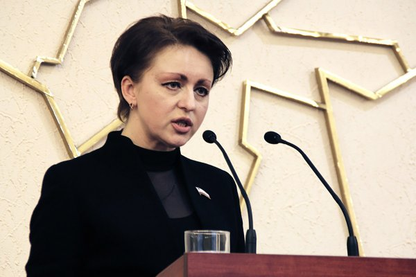 Предложившая жить «на макарошках» саратовская чиновница зарабатывала миллионы