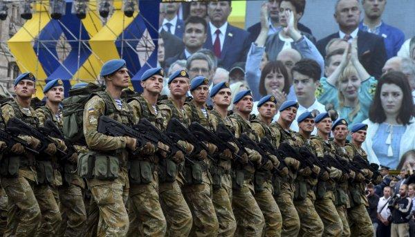 В Украине ветеранов войны на Донбассе поздравили клипом с ополченцами