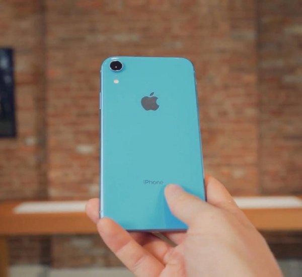 Apple продемонстрировала достоинства iPhone XR в двух рекламных роликах
