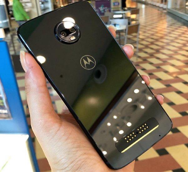 Motorola начала торговать комплектами для ремонта смартфонов на дому