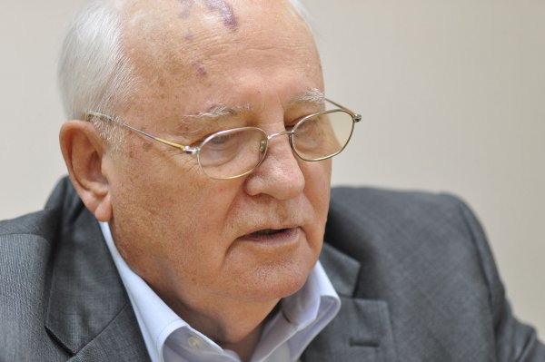 Горбачев рассказал о начале новой гонки вооружений