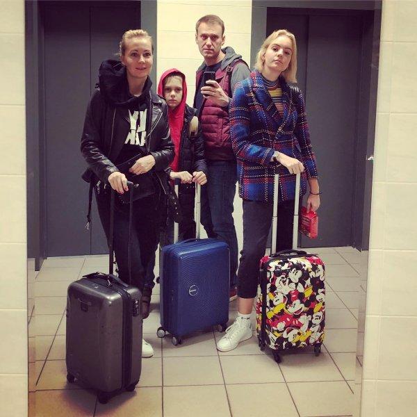 «Хайпанём немножечко»: Дети Алексея Навального приняли участие в Skibidi Challenge