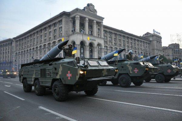 Украинский репортер высмеял «новинки» военной техники к Дню независимости страны