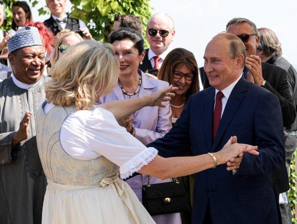 «Австрия всегда испытывала слабость к фюрерам»: Украинцы истекают желчью из-за танца Путина в Австрии