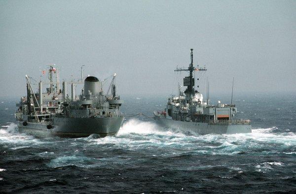 К трем кораблям в Черном море Украина отправила подкрепление