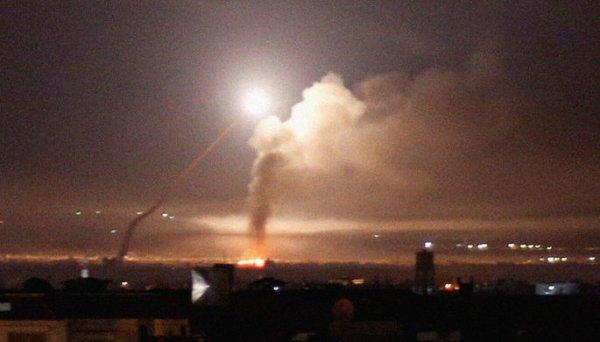 В сети появились видеозаписи отражения ракетной атаки под Дамаском