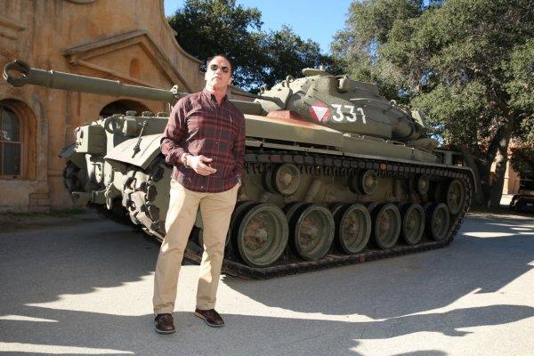 Шварценеггер раздавил лимузин танком