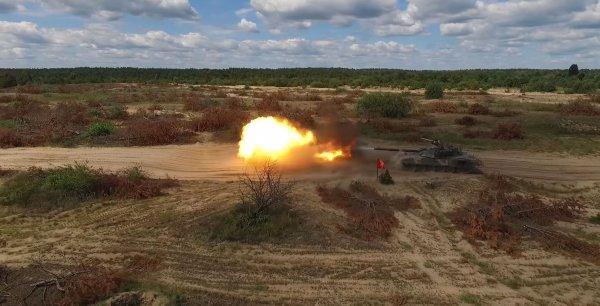 Стреляет кастрюлями: Расхваленный Порошенко танк жестко раскритиковали в Сети
