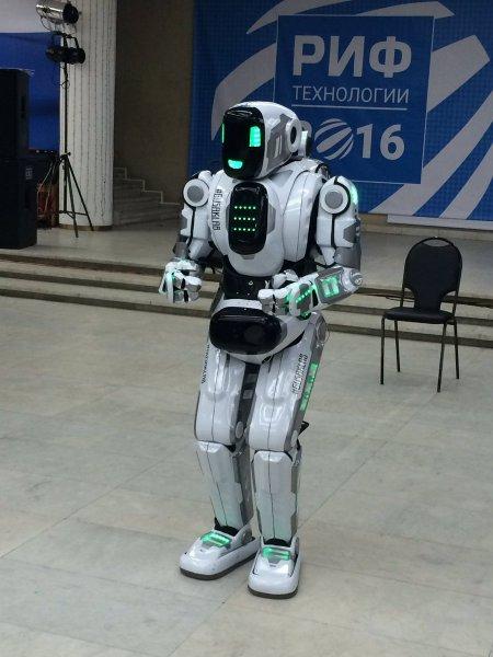Канал «Россиия24» выдал человека в костюме за настоящего робота