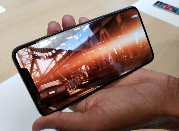 Американка подала в суд на Apple из-за незамеченной «челки» у iPhone XS Max
