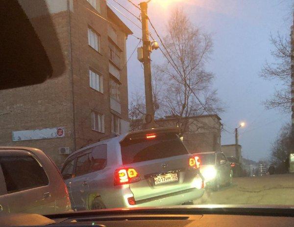 «Забелился»: Олег Кожемяко прибыл проголосовать на новейшем Land Cruiser