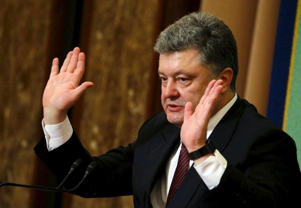 Никакого Нового года: Порошенко может готовить нападение на Крым в светлый праздник — конспиролог