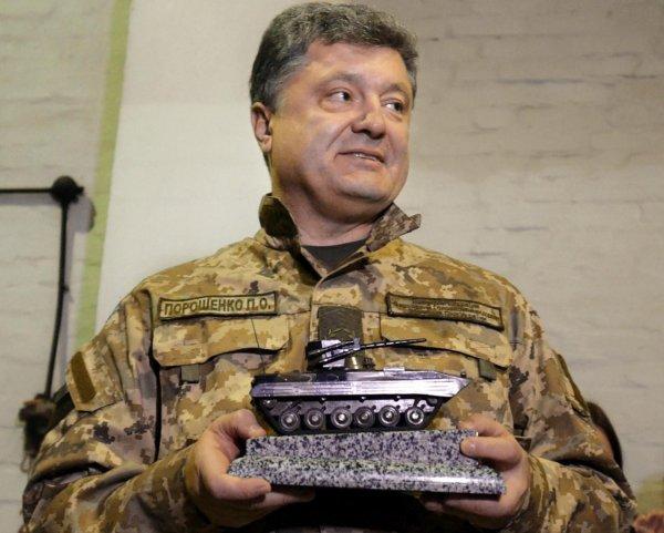 «Шкурные интересы»: Порошенко побоится продлить срок действия военного положения на Украине