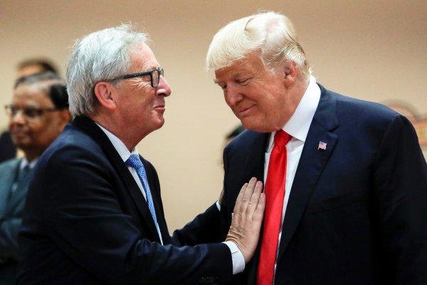 «Это было для меня сюрпризом»: Юнкер высказался о поцелуе с Трампом