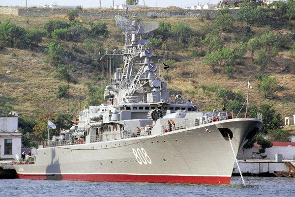 Корабль «Пытливый» взял на контроль продвижение американского эсминца в Черном море