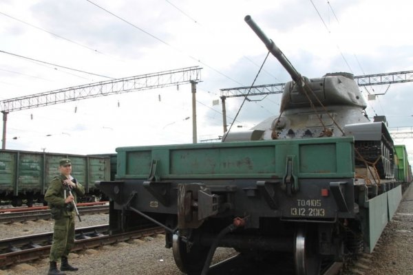 На ж/д вокзале Читы встретили эшелон с танками Т-34 из Лаоса