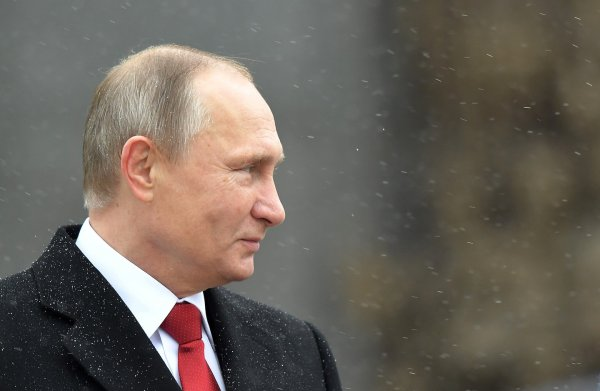 Песков рассказал, как Путин получает пенсию и зарплату