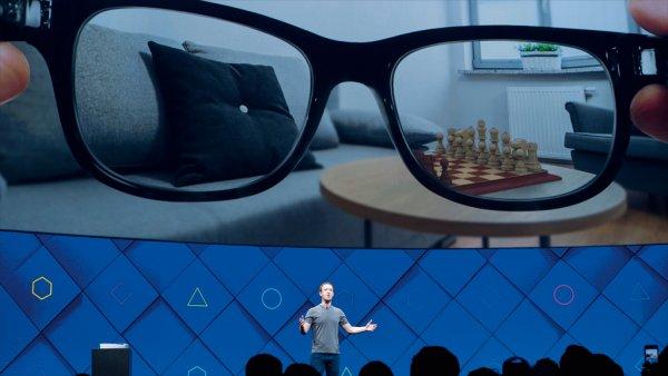 Цукерберг рассказал об очках дополненной реальности от Facebook
