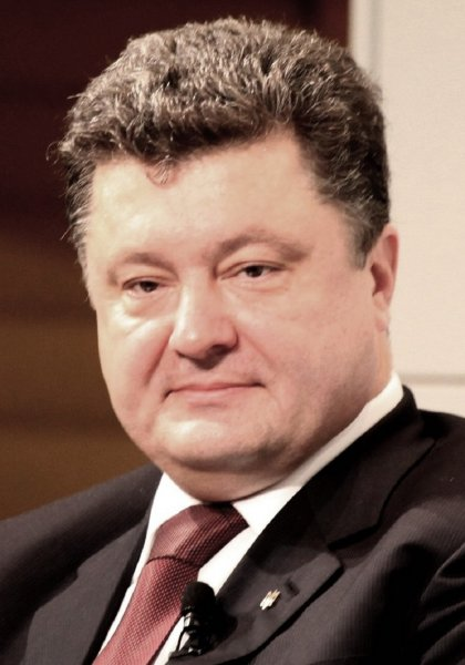 Порошенко призвал не слушать популистов, обещающих мир с Россией на условиях капитуляции