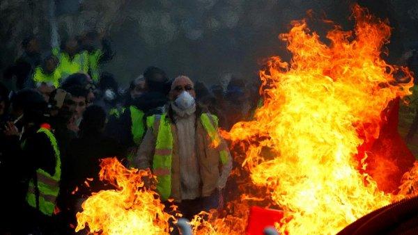 Жёлтые жилеты по-русски: Отмены льгот на электроплиты приведут к массовым протестам