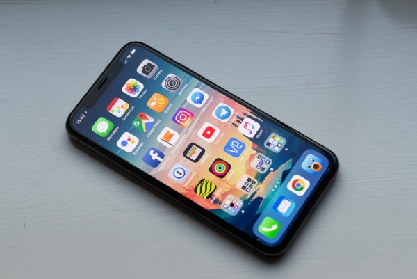 iOS 12.1 предоставляет доступ к контактам  в обход блокировки экрана