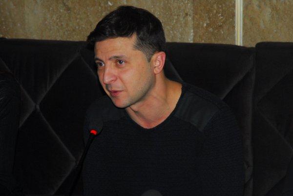 Зеленский просит украинцев выбрать слоган для его предвыборной кампании