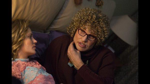 «Бабушка легкого поведения-2» собирает огромные суммы и остается лидером проката