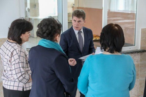 «Наценка в 300% - это шок»: Кожемяко отправил сына в Москву и занялся питанием школьников Приморья