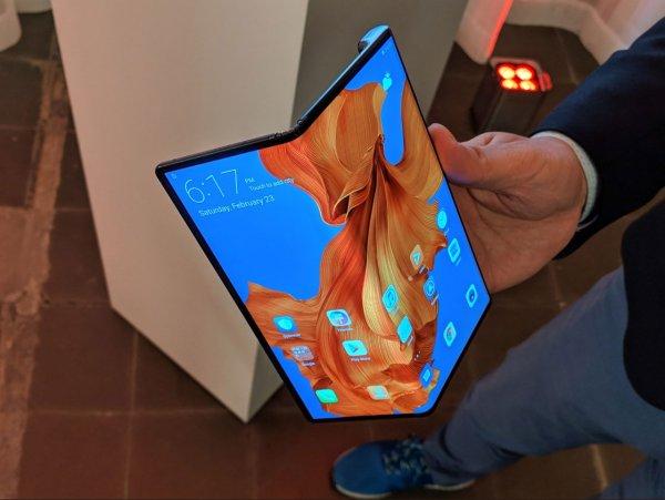 Huawei показала складной смартфон с самым скоростным интернетом в мире за $2600