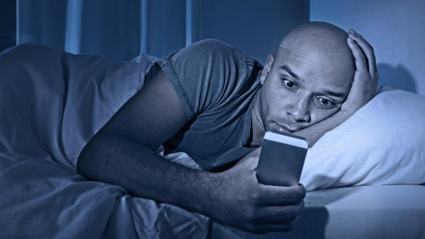 Дешёвый понт дороже здоровья? Эксперты выяснили, почему опасно покупать дорогие смартфоны