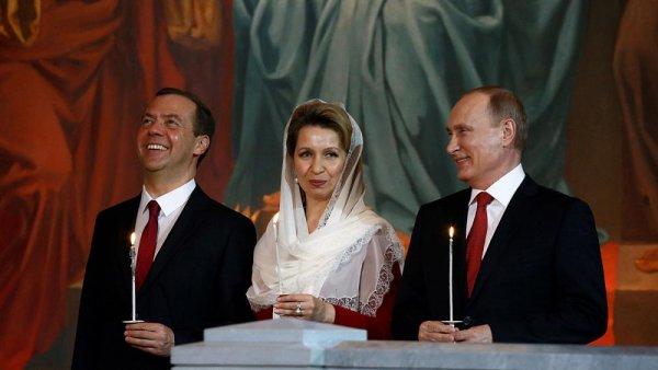Президент Медведева: Слабого премьера продвинет во власть авторитетная жена - СМИ