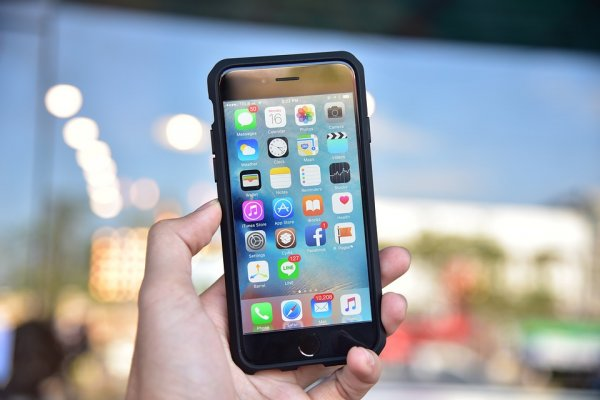 Опасный Android-вирус теперь угрожает безопасности iPhone