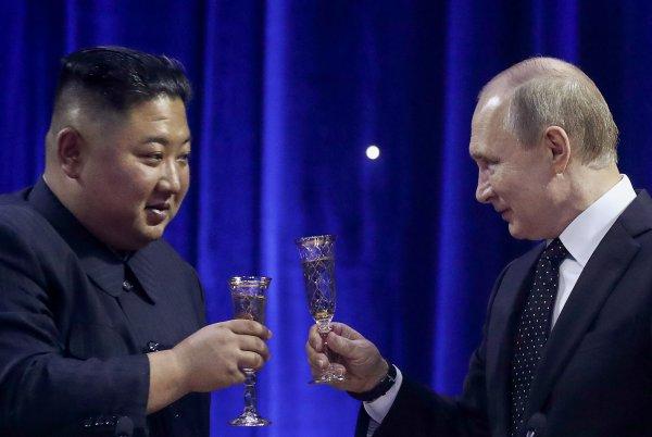 Меч и шашка: Путин и Ким Чен Ын предупредили весь мир, обменявшись оружием