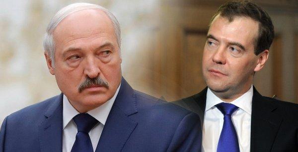 Решать надо с Путиным: Медведев не простил Лукашенко унижения времён президентства
