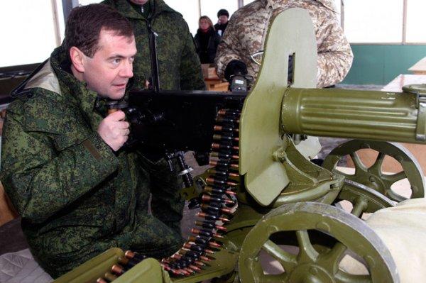 Медведев стремится «пойти войной на Донбасс», вместо Белоруссии: посол Бабич спешно уехал из Минска