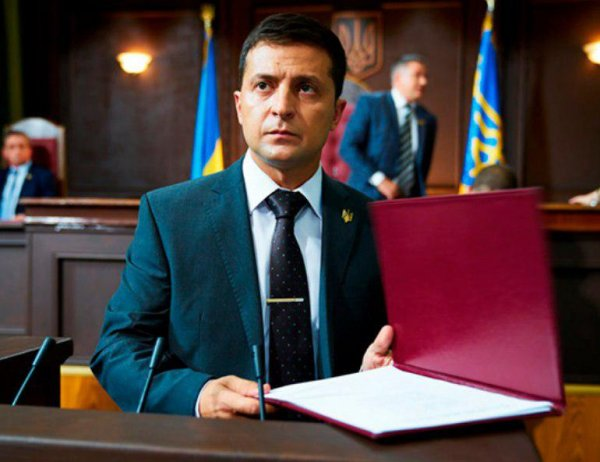 Усталость от выдуманной войны: 75% украинцев требуют от Зеленского переговоров с Россией