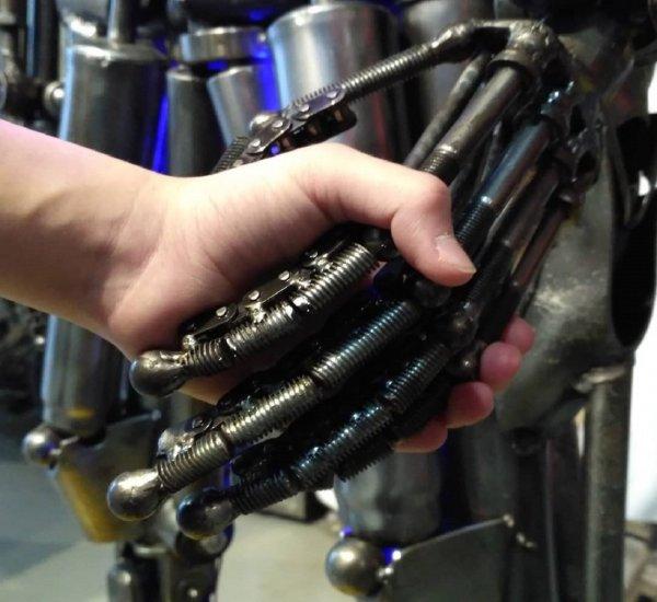Роботов учат понимать желания людей