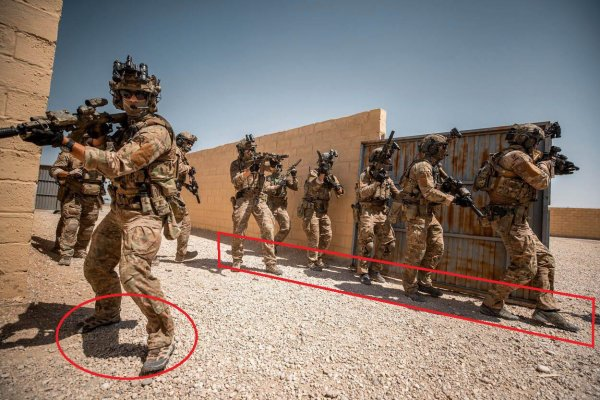 Мокрые кроссы и HK416! Спецназ Нидерландов стал «королём моды»