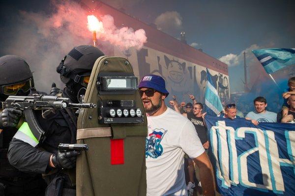 Спецназ Росгвардии СпБ устроил облаву на зенитовских фанатов