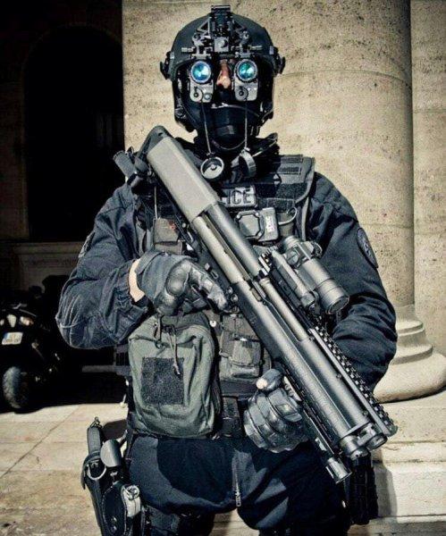 Снаряга за 7000 баксов: Дорогое и бесполезное снаряжение французских «спецназёров» насмешило Сеть